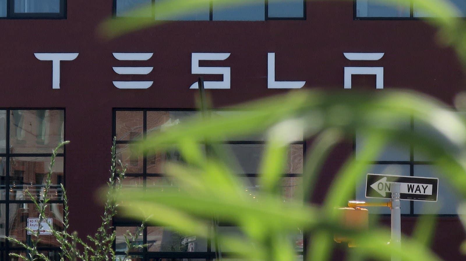 Parked Model S Explosion: Tesla Sends Investigation Team